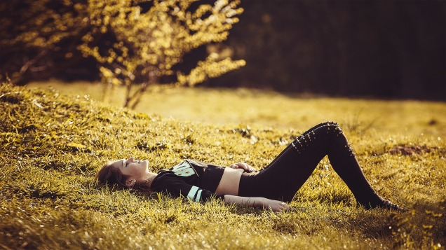 girl-lying-on-the-grass-1741487_1920.jpg
